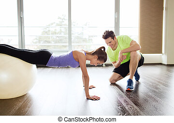 mulher, ginásio, bola, sorrindo, exercício, homem