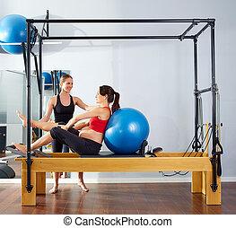 mulher, grávida,  reformer,  fitball,  Pilates, exercício