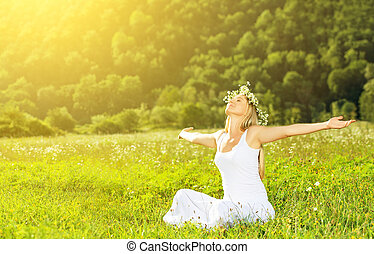 mulher, grinalda, vida, feliz, verão, ao ar livre, desfrutando