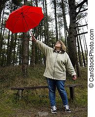 mulher, guarda-chuva, cima, segurando, vermelho