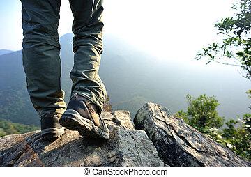 mulher, hiker, pernas, levantar, ligado, montanha