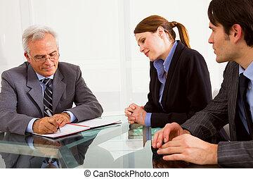 mulher, homens, dois, um, entrevista trabalho, durante