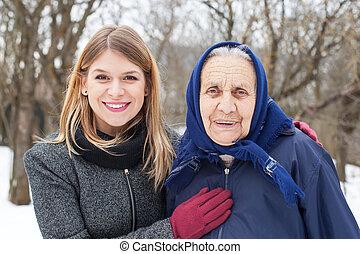mulher idosa, com, dela, vigia
