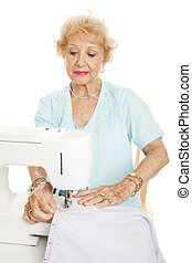 mulher idosa, cosendo