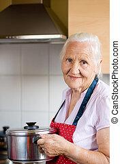 mulher idosa, ligado, a, cozinha