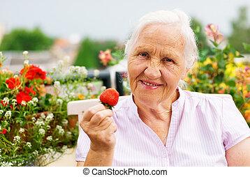 mulher idosa, ligado, a, terraço