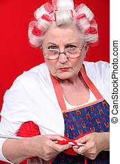 mulher idosa, tricotando