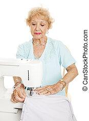mulher, idoso, cosendo