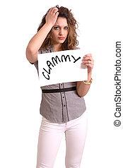 mulher, incômodo, texto, papel, segurando, clammy