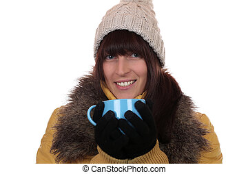 mulher, inverno, chá, quentes, bebendo, sorrindo