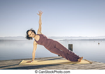 mulher, ioga, lago