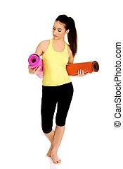 mulher, ioga, mats., segurando, condicão física, pronto