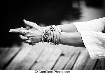 mulher, ioga, mudra, simbólico, bw, mãos, gesto