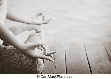 mulher, ioga, natureza, saudável, surrounding., atuando, relaxation., conceito, pretas, dedo, mãos, estilo vida, branca