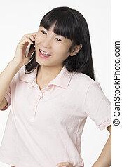 mulher, isolado, falando, smartphone, asiático, fundo, branca, feliz