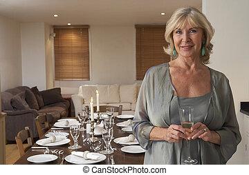 mulher, jogar, um, partido jantar