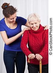 mulher jovem, ajudando, idoso, senhora