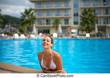 mulher, jovem, ao ar livre, adulto, sorrindo, waterpool