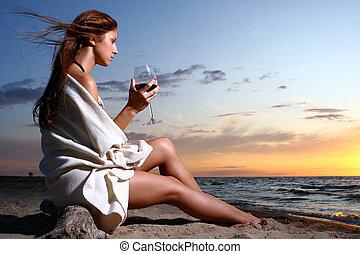 mulher, jovem, beautyful, bebendo, praia, vinho