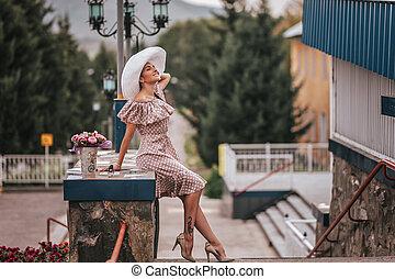 mulher jovem, bonito, chapéu, branca, cabelo longo