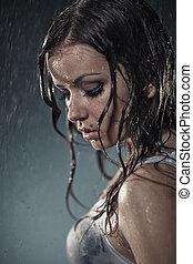 mulher, jovem, chuva, sob