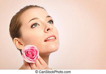 mulher jovem, com, bonito, pele, segurando, um, rosa