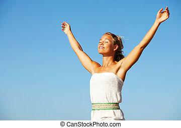 mulher jovem, com, braços levantaram