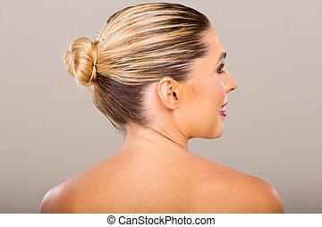 mulher jovem, com, cabelo loiro