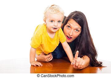 mulher jovem, com, cute, menino criança