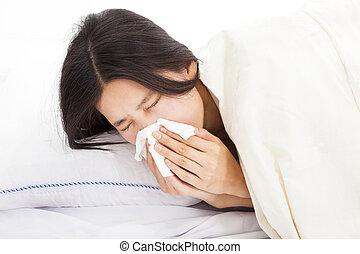 mulher jovem, com, doente, e, colocar cama