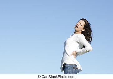 mulher jovem, com, dor traseira