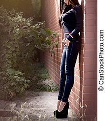 mulher jovem, com, excitado, corporal, ao ar livre