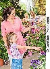 mulher jovem, com, filha, visita, jardim botanic