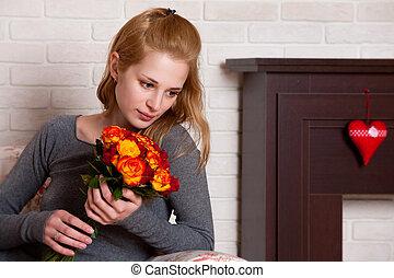 mulher jovem, com, flores