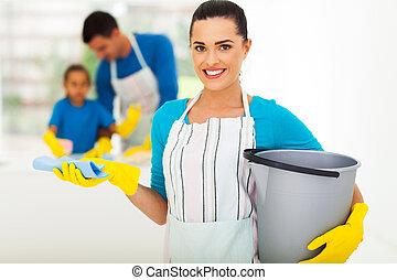 mulher jovem, com, limpeza, ferramentas