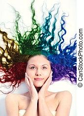 mulher jovem, com, longo, cabelo ondulado