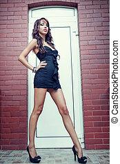 mulher jovem, com, longo, excitado, pernas