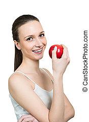 mulher jovem, com, maçã, e, suportes, ligado, dentes