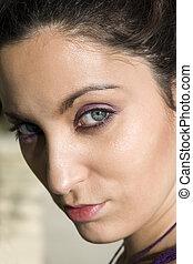 mulher jovem, com, olhos bonitos