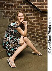 mulher jovem, com, um, pensando, pose