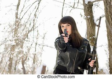 mulher jovem, com, um, pistola