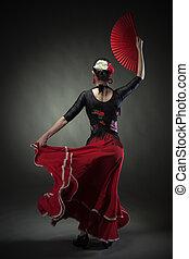 mulher jovem, dançar, flamenco, com, ventilador, ligado, pretas