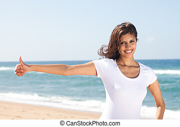 mulher jovem, dar, polegares cima