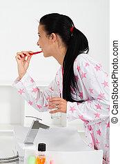 mulher jovem, dentes escovando