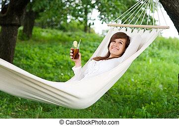 mulher jovem, descansar, rede