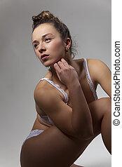 mulher jovem, em, roupa interior