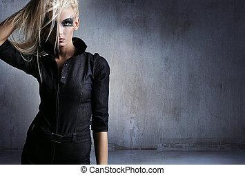 mulher jovem, em, um, vampiro, olhar, sobre, grunge, fundo