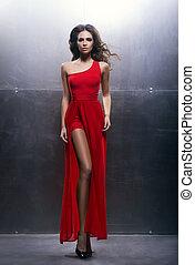 mulher jovem, em, um, vestido vermelho