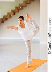 mulher jovem, exercitar, dentro