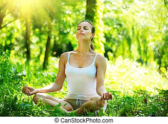 mulher jovem, fazendo, ioga, exercícios, ao ar livre